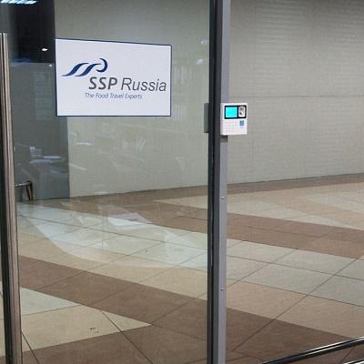 Терминал на стеклянную дверь