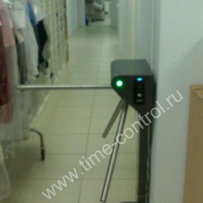 Биометрический терминал на турникете